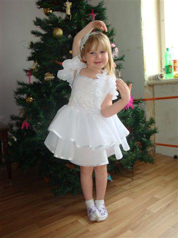 Платье снежинки для новогоднего утренника своими руками